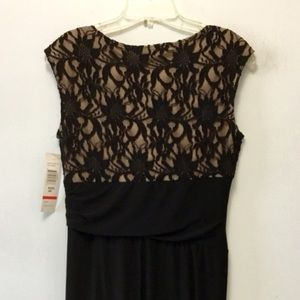 Tiana B. Dresses - NWT Tiana B. Sleeveless Lace Shift Dress